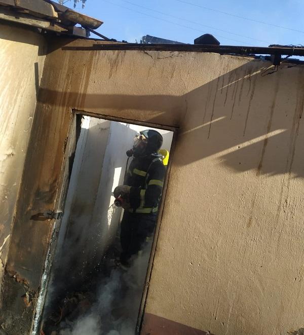 Bombeiros apagam incêndio em casa abandonada em Barreiras - maisoeste